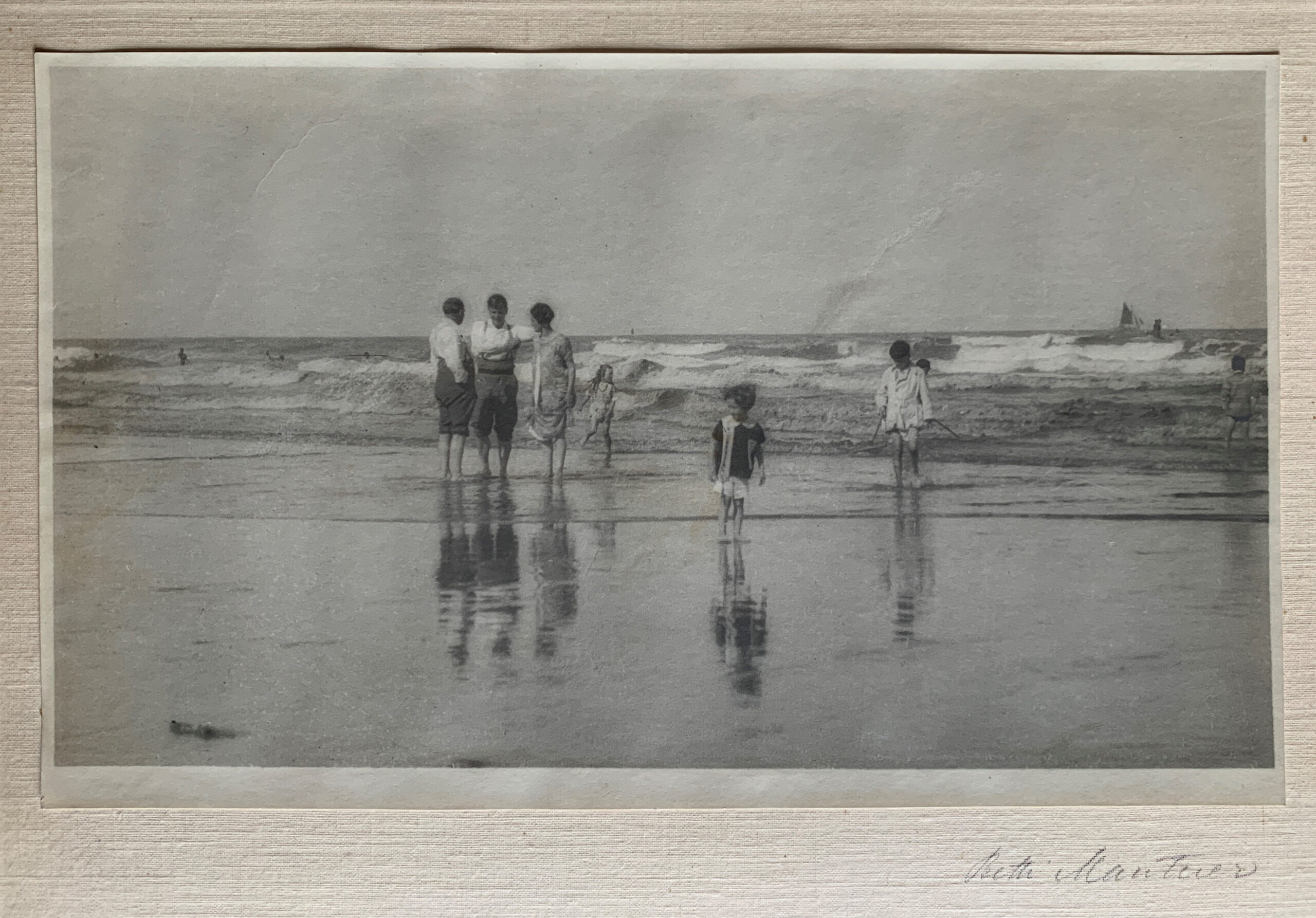 Children at Dinard, 1919 by Betti Mautner © James Hyman. a white family are at the waters edge on a beach.