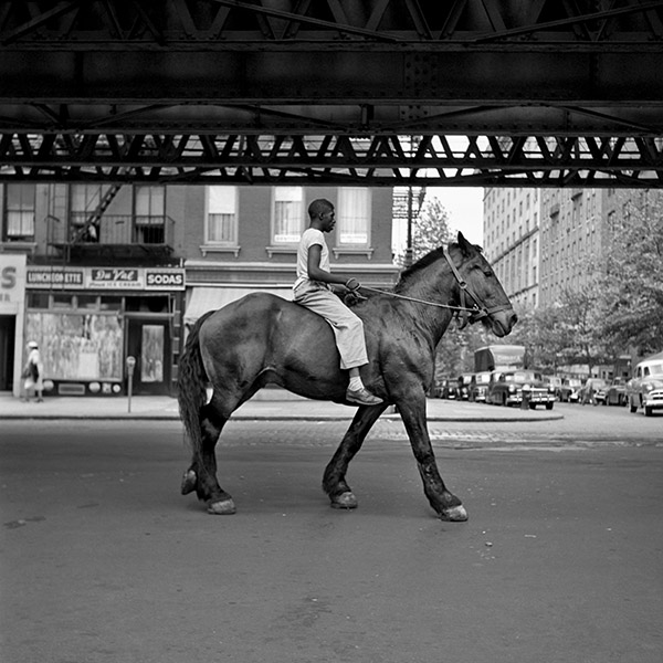 Vivian Maier, New York 1953. © Estate of Vivian Maier, Courtesy of Maloof Collection and Howard Greenberg Gallery, NY.