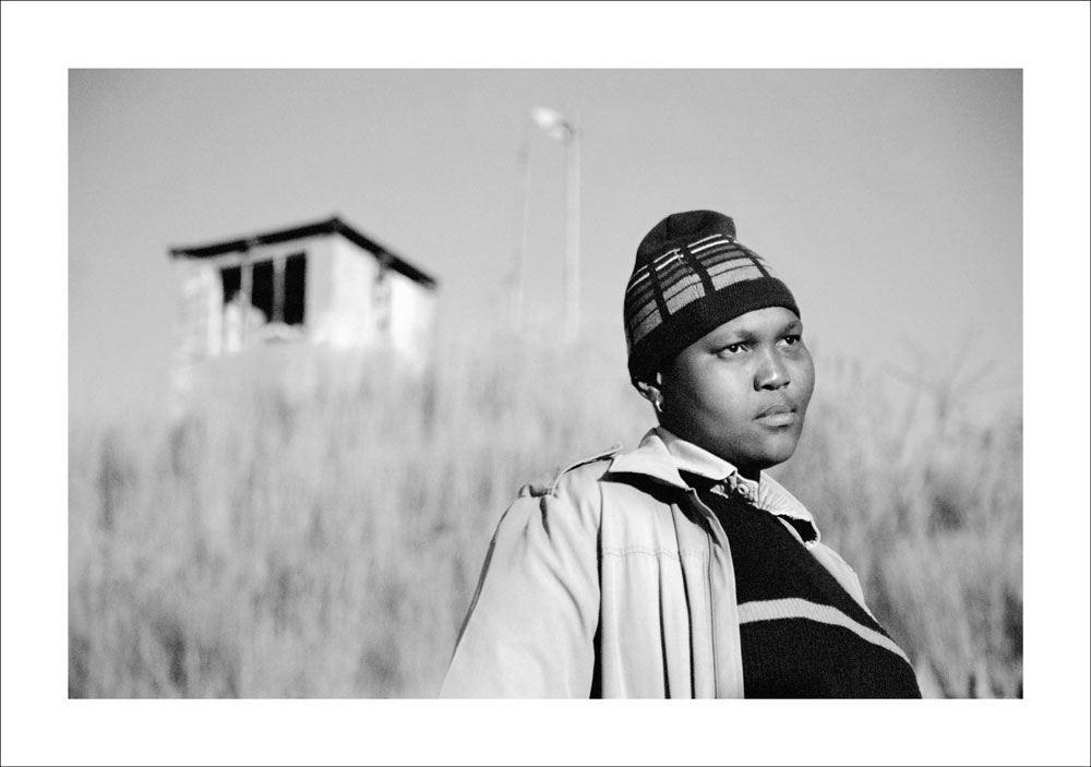 Busi Sigasa Braamfontein Johannesburg, 2006 @ Zanele Muholi. Courtesy of the Artist and Stevenson, Cape Town/ Johannesburg and Yancey Richardson, New York